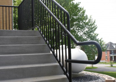 Guard Rail with side mount hand rail