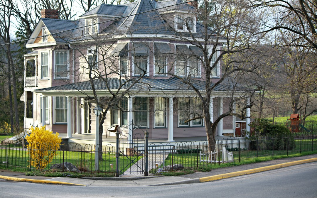 Awesome Victorian Style Home With Hairpin Fence U0026 Garden Gate
